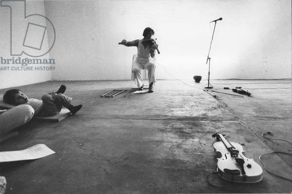Laurie Anderson, Salvatore Ala Gallery, New York, USA, 1975 (b/w photo)