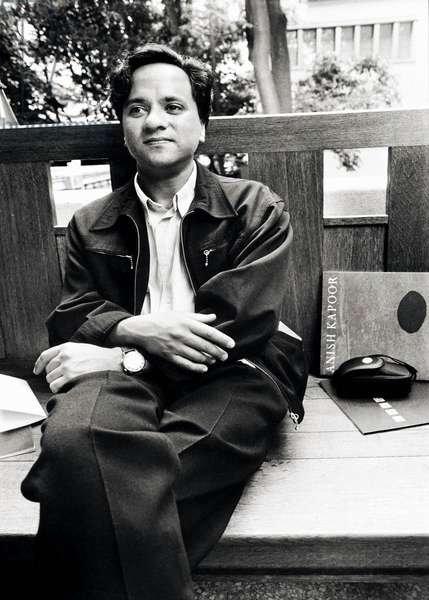 Anish Kapoor, Venice, Italy, 1990 (b/w photo)