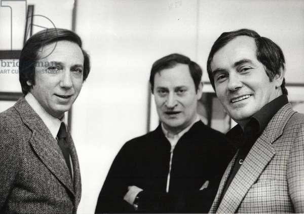 Mike Bongiorno, Giò Pomodoro, Renzo Cortina, at Renzo Cortina Gallery, Milan, Italy, 1973 (b/w photo)