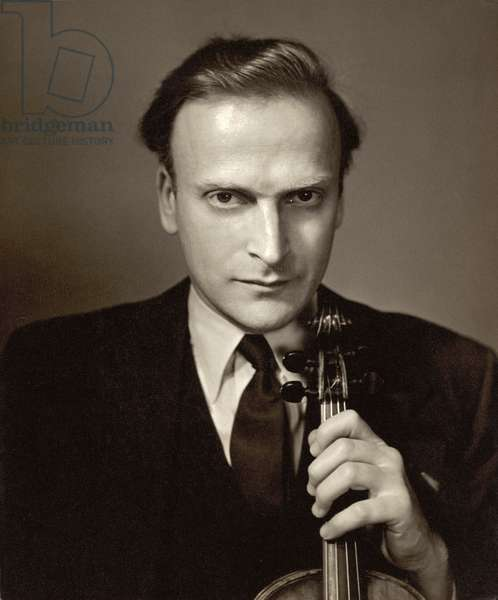 Yehudi Menuhin (1916-99) (b/w photo)