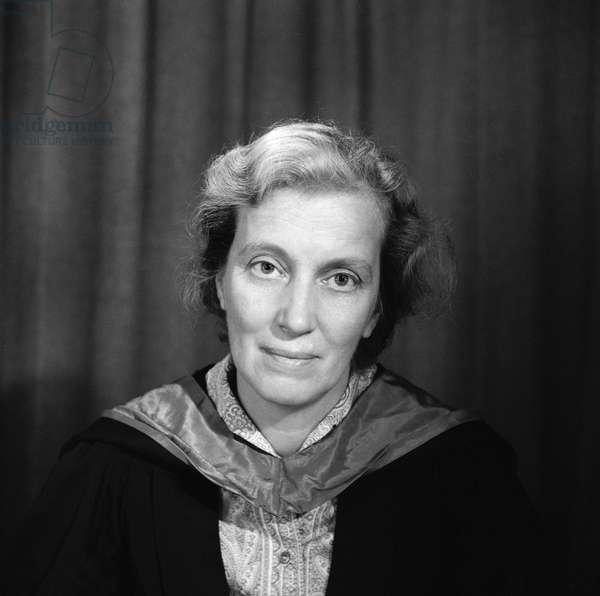 Dorothy Crowfoot Hodgkin (1910-94) (b/w photo)