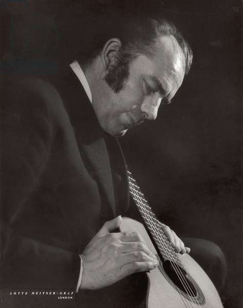 Julian Bream (b.1933) (b/w photo)