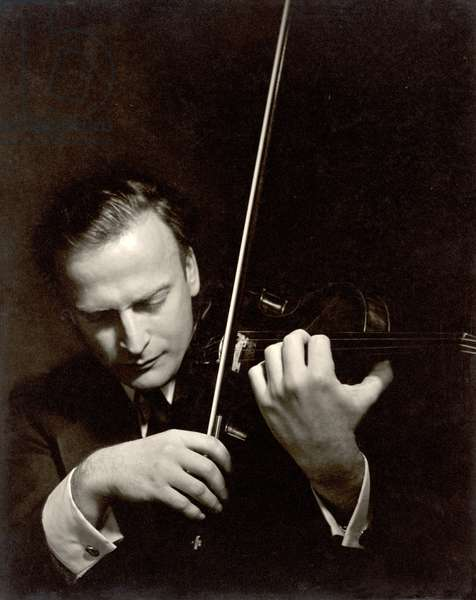 Yehudi Menuhin (1916-99) (b/w photo)