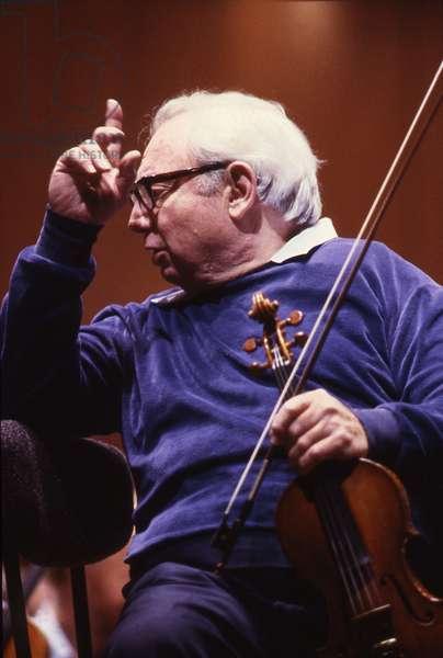 Isaac Stern, Paris Orchestra, Paris, France, 1987 (photo)