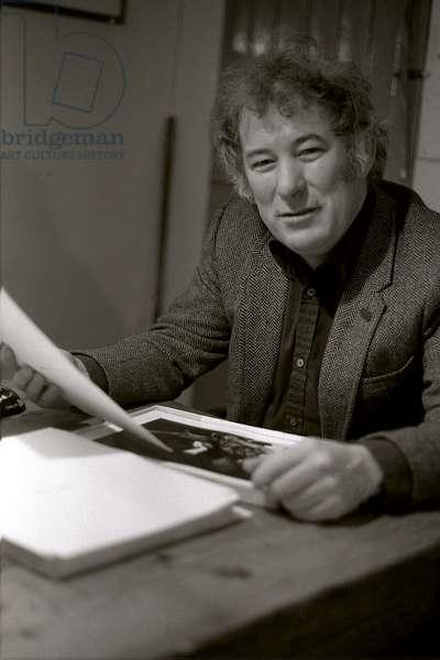 Seamus Heaney. Portrait photograph taken at the writer's desk in Dublin, 1983. Irish poet, born in 1939.