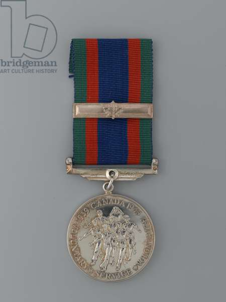 Specimen of Canadian Volunteer Service Medal 1939-47, with bar to denote service outside the Dominion (metal)