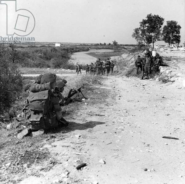 British troops near Barletta during the 8th Army's advance towards Foggia, September 1943 (lantern slide)