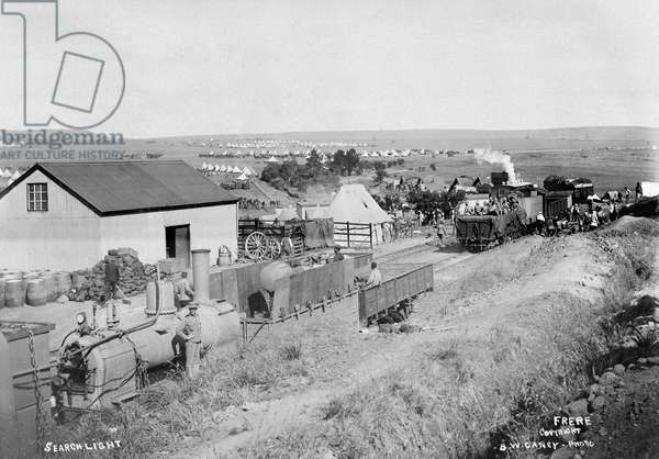 Armoured train carrying searchlight, South Africa, 1900 (b/w photo)