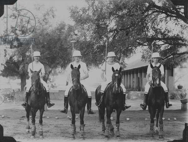 Polo team, 1937 circa (b/w photo)