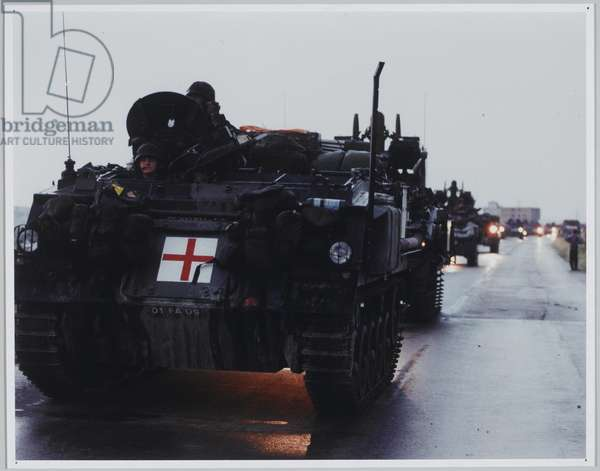 A mile-long KFOR invasion column stretching from the border between Macedonia and Kosovo to the Kosovo plains, 1999 (photo)