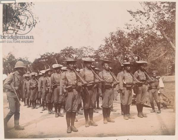 Soldiers of the 1st Chinese Regiment parade in field dress, 1900 circa (b/w photo)