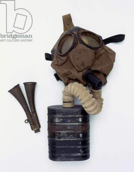 Box respirator owned by Captain A B Dale, 1st Country of London Yeomanry (Middlesex, Duke of Cambridge's Hussars), 1916