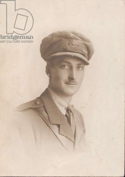 Second Lieutenant Eric Pearce Hall, The Hampshire Regiment, 1915 circa (b/w photo)