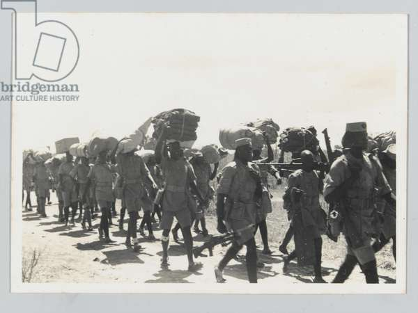 A detachment of the King''s African Rifles marching from Garsen to Galbanti, 1939-1941 circa (b/w photo)