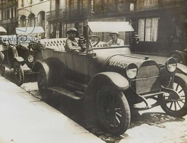 Driver from the Women's Army Auxiliary Corps, 1917-18 (b/w photo)
