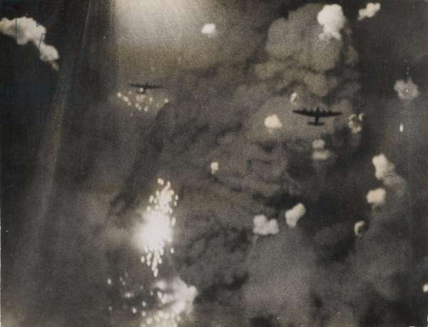 Photograph taken when Royal Air Force Lancasters attacked Dresden (b/w photo)