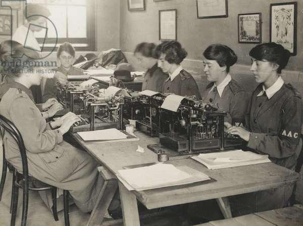 Women at work on typewriters, 1917-18 (b/w photo)