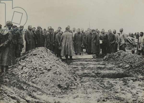 Burial service near Maricourt, 11 August 1916 (b/w photo)