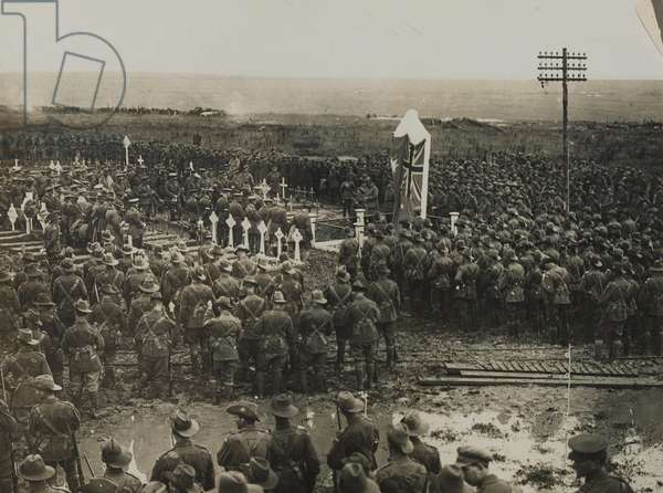 The unveiling of a memorial in a cemetery, 1917-18 (b/w photo)