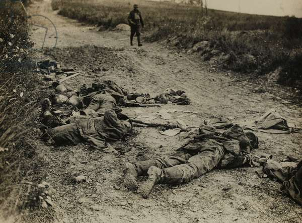 German soldiers killed in the August offensive, 1918 (b/w photo)