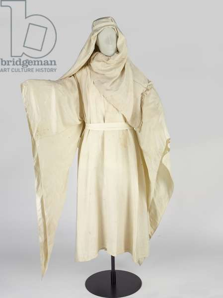 Arab robes and a headdress, known as a keffiyah, belonging to T E Lawrence (silk)