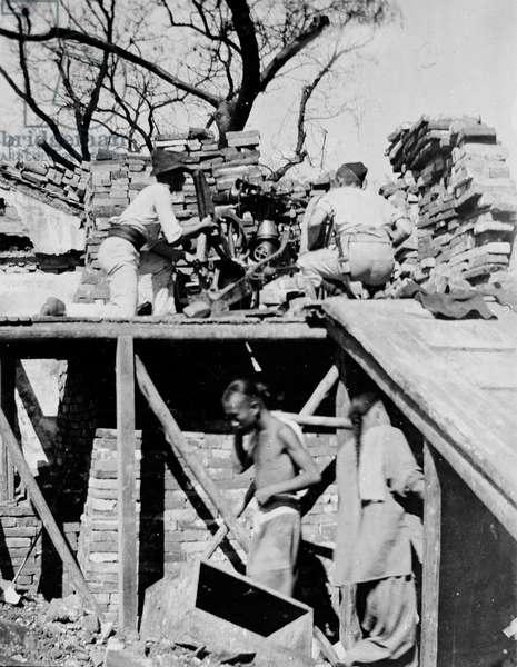Colt machine gun, Siege of the foreign legations, Peking, 1900 (b/w photo)