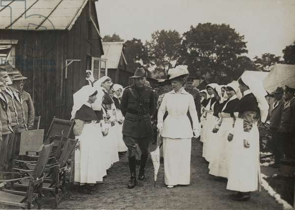 Queen Mary visiting a hospital, 9 June 1917 (b/w photo)