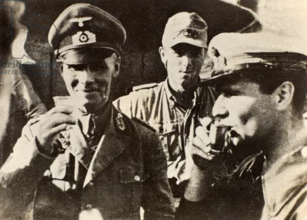 General Erwin Rommel with Afrika Korps officers, 1942 circa (b/w photo)