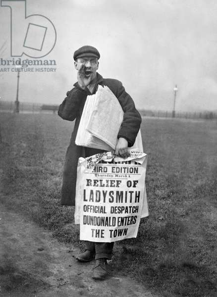 Newsboy announcing the relief of Ladysmith during the Second Boer War, March 1, 1900 (b/w photo)