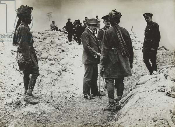 David Lloyd George visiting Indian soldiers, 1916 circa (b/w photo)