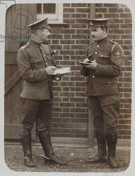 Battery Quartermaster Sergeant Samuel Pye and a colleague, 1916 circa (b/w photo)