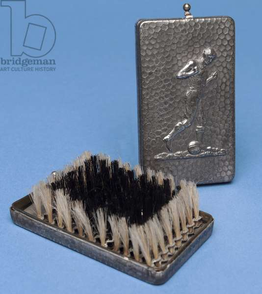 Folding hairbrush with a footballer design (metal)