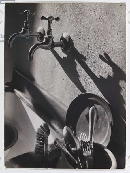 In la cocina (In the kitchen) c.1934-36 (gelatin silver photo)