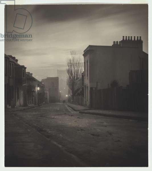'Lighting Up', Albion Street, Surry Hills, 1906 (gelatin silver photo)
