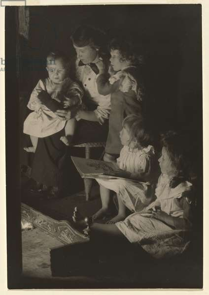 Waiting for Daddy to come home, 1914 (gelatin silver photo)