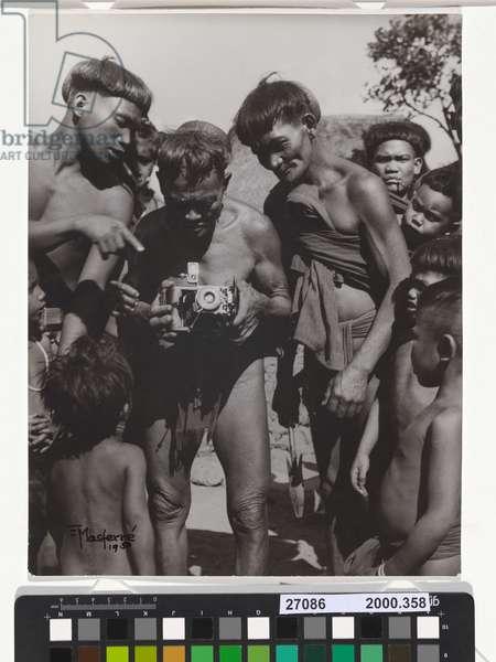 Investigating a camera. Butbut, Tinglayan, Kalinga, 1948 (b/w photo)
