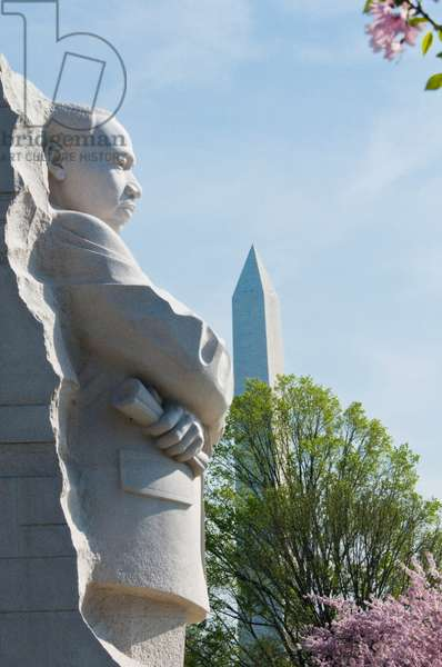 Martin Luther King Jr Memorial with the Washington Monument