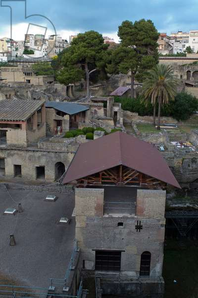 Overall view of the Herculaneum ruins in Ercolano (photo)
