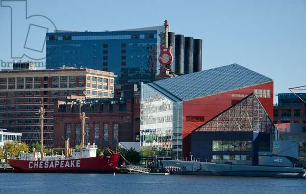 Baltimore Harbor and the National Aquarium (photo)