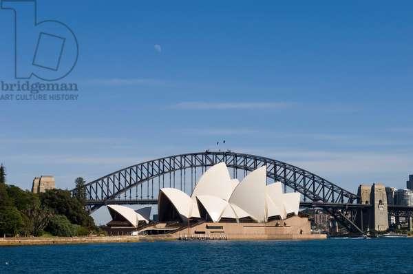 The Sydney Opera House and Harbour Bridge (photo)