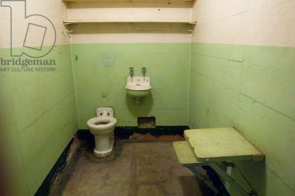 A cell in Alcatraz Prison (photo)