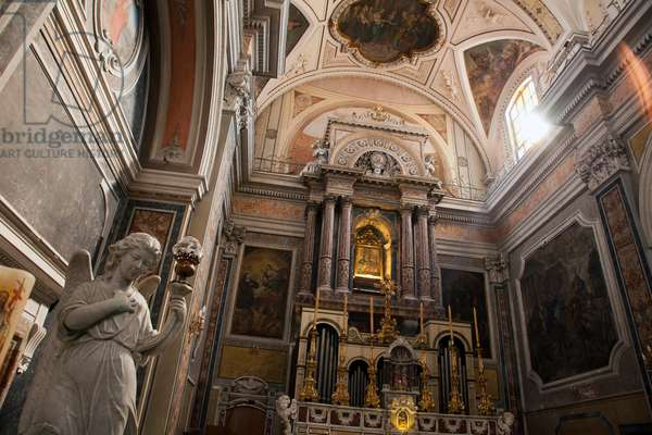 Church interior in Ercolano south of Naples, Italy (photo)