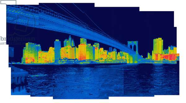 Thermal image of the skyline of New York and the Brooklyn Bridge (photo)