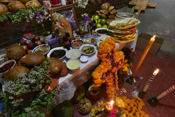 Flowers and food on a Day of Dead altar (photo)