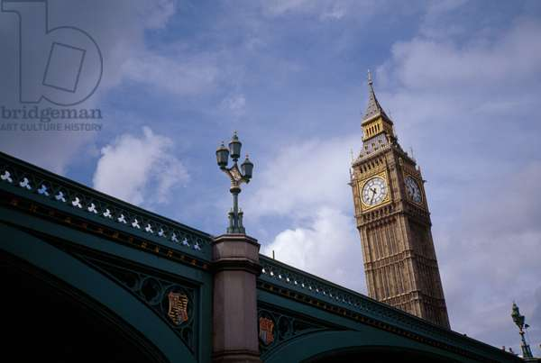 The newly re-gilded and refurbished Big Ben towers over a bridge (photo)