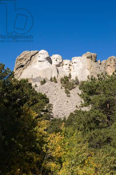 Low angle view of Mount Rushmore on a bright day, from a distance (photo)