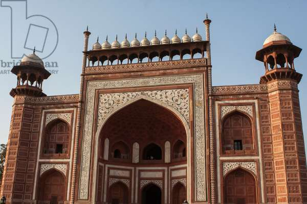 The entrance into the Taj Mahal Mosque or masjid (photo)