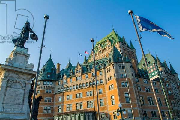 The iconic Chateau Frontenac with a statue of Samuel de Champlain (photo)