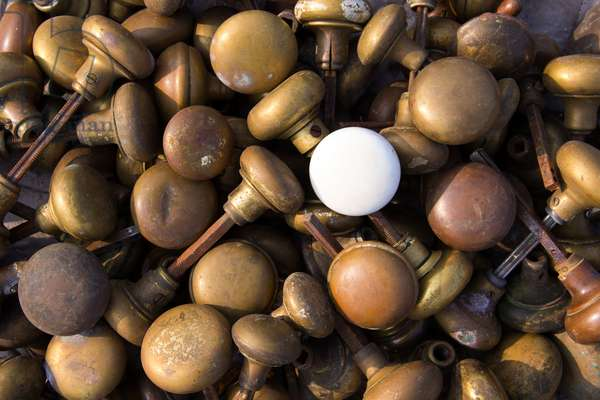 A pile of salvaged vintage doorknobs up for auction (photo)