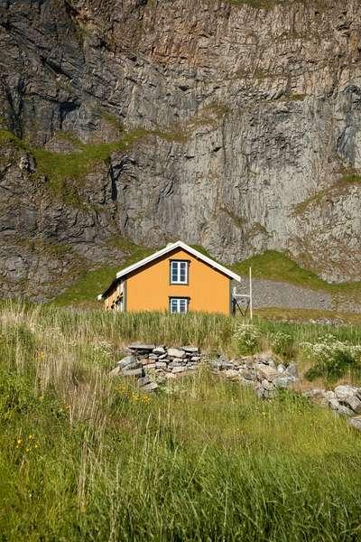 A summer home on Vaeroya island (photo)